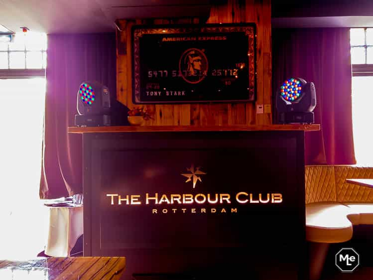 Dj booth van The Harbour Club