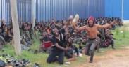 inmigrantes celebran la entrada a Melilla