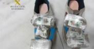 Otros dos jóvenes detenidos antes de coger el avión: uno con 500 gramos en las zapatillas y otra, con 850 bajo la ropa