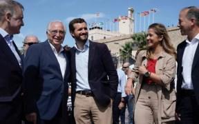 Pablo Casado junto a Juanjo Imbroda y Sofía Acedo