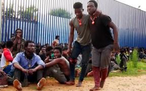 Imigrantes heridos tras saltar la valla de Melilla