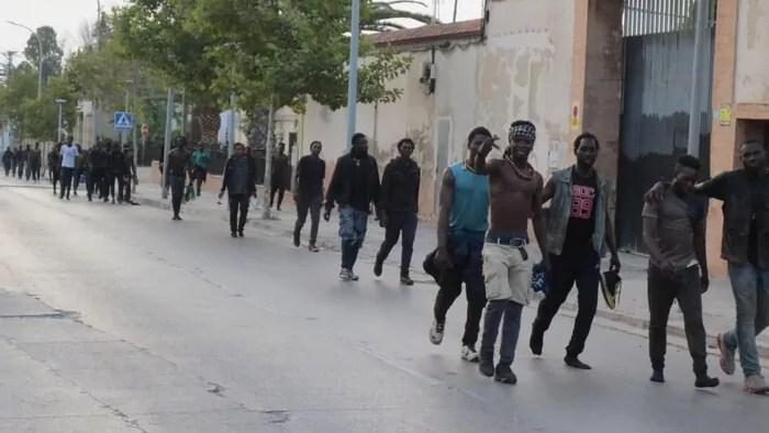 Migrantes saltan la valla de Melilla