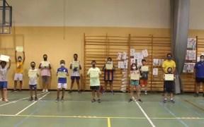 Los alumnos reciben sus diplomas acreditativos por haber participado en el programa 'Deportes Alternativos sin Covid'