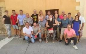 Foto de familia de los asistentes al homenaje