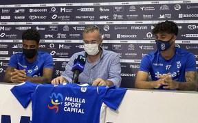 Momento de la presentación de los dos jugadores azulinos.