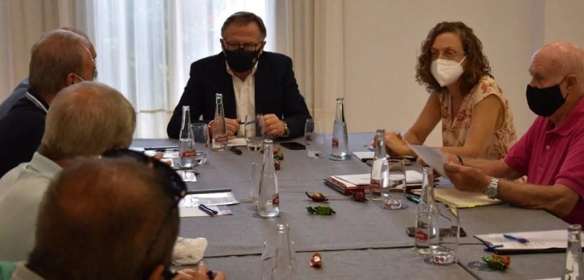 reencuentro entre el presidente de la Ciudad y los representantes de las Casas Regionales en Melilla