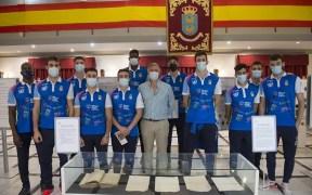 Los jugadores del Club Voleibol Melilla, en la exposición
