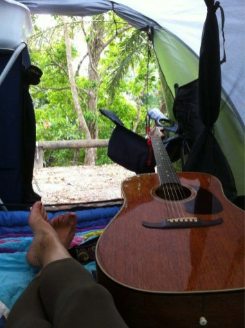 Home and office for the next few days, right on the river in Mossman. So many birds sounds here. Good throw ... 18.10.2011