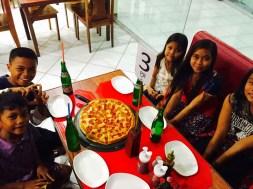 kids love pizza