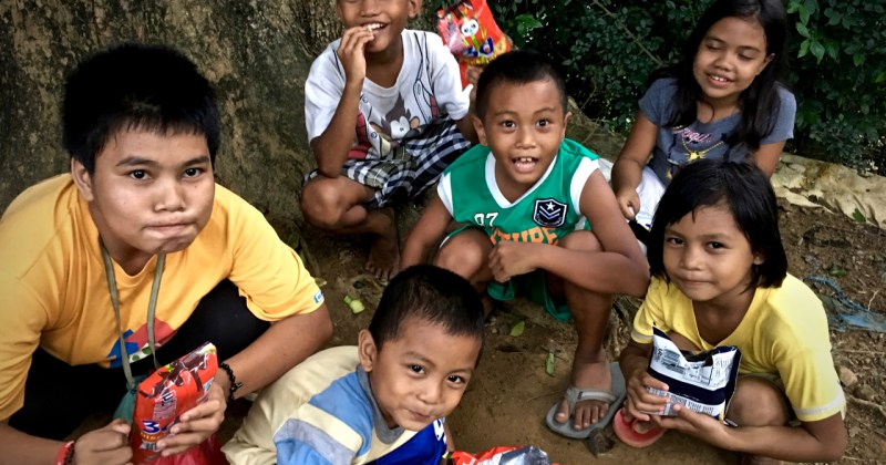 group of kids eating chips