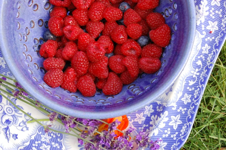 Spode Blue Room is one of my all time favorite patterns. Here, I plopped some fresh raspberries into a handmade berry dish and then set it on a Spode platter. Pure summer!