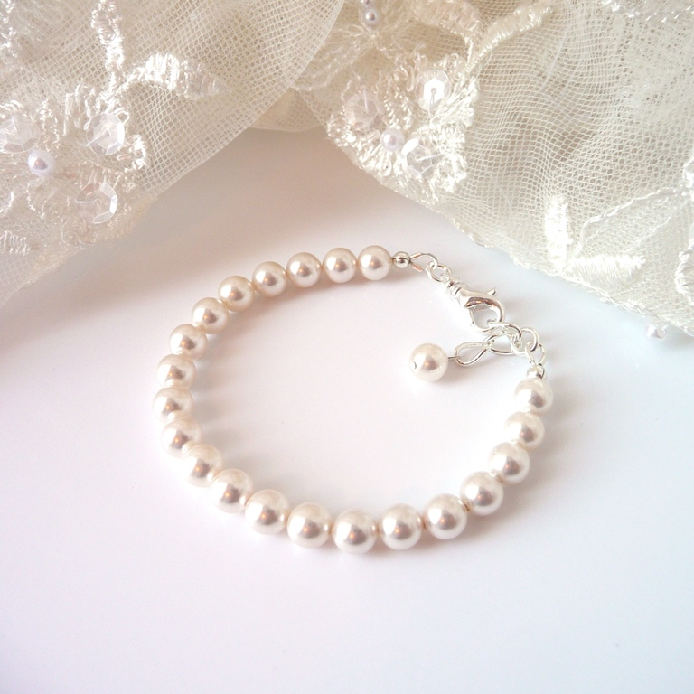single strand pearl bracelet