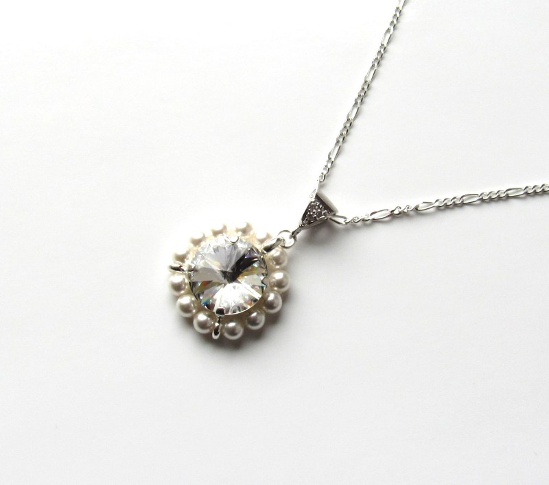 swirling pearl necklaces