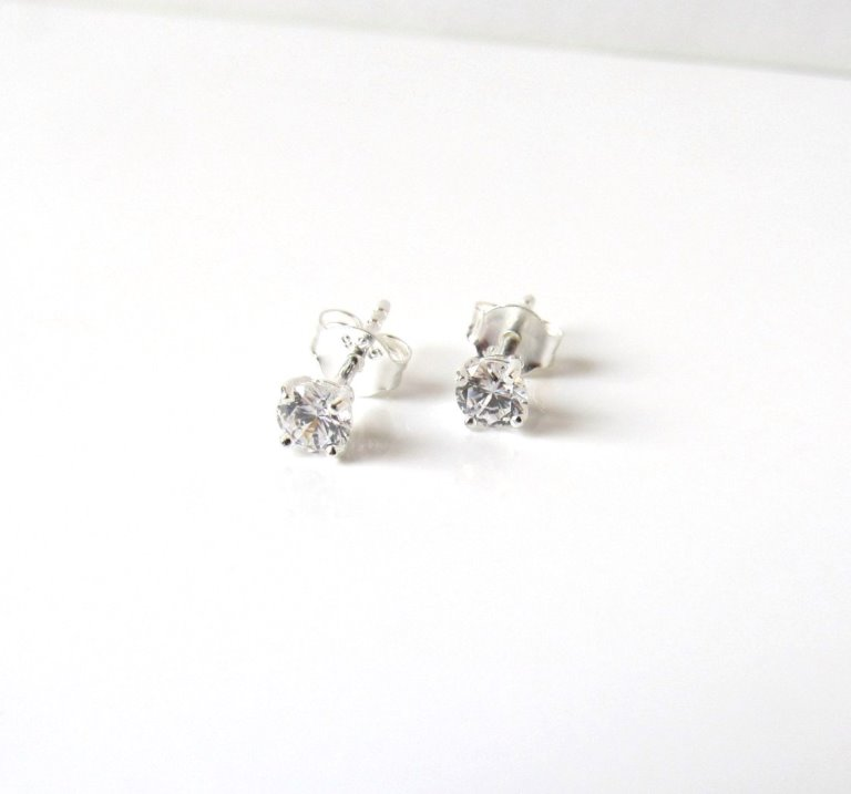 GE3-girls 4mm cz stud earrings