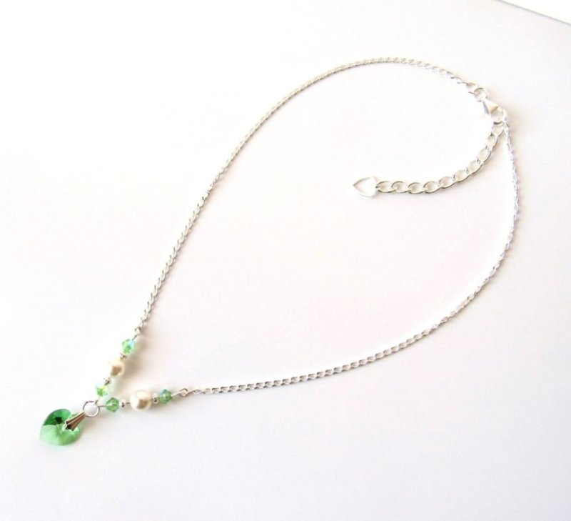 GN8-Girls-peridot-necklace