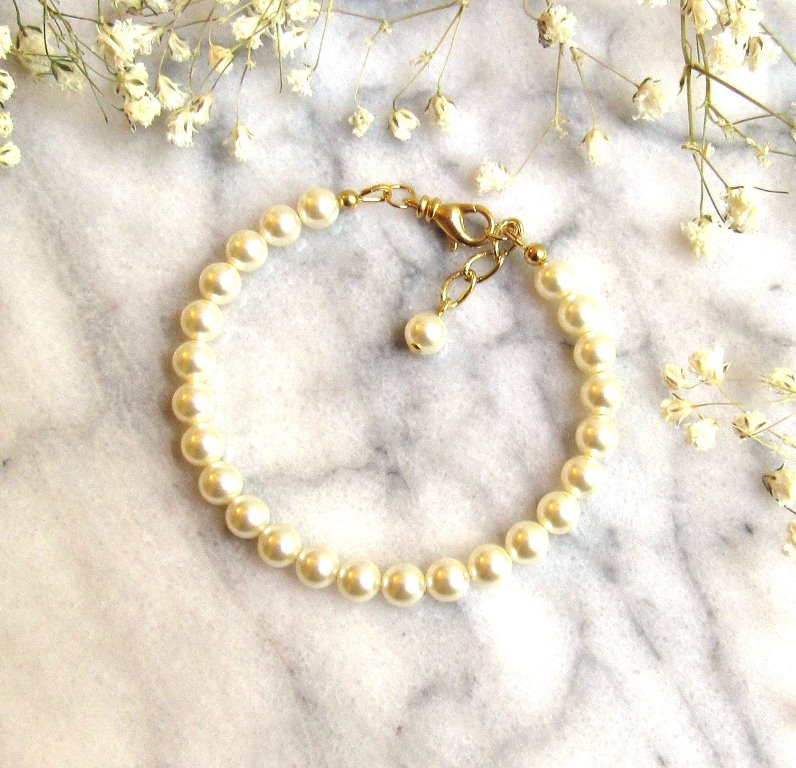 WB19-single strand pearl and gold bracelet