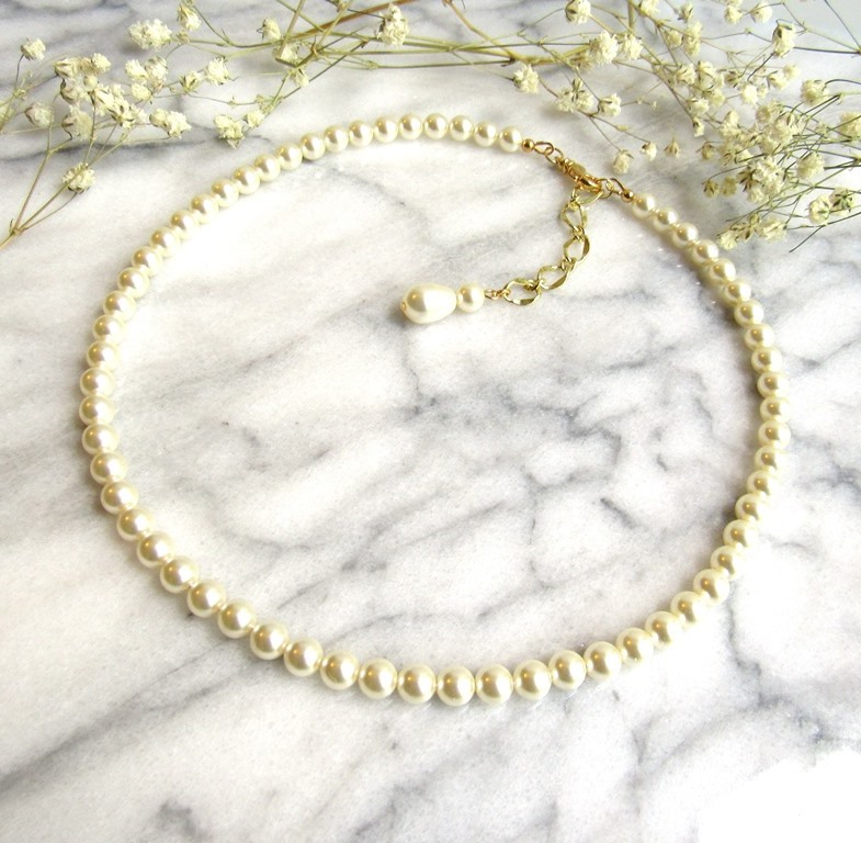 -Pearl strand necklace with gold accents