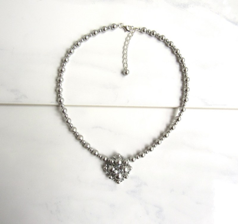 WN34-silver beaded v shape necklace