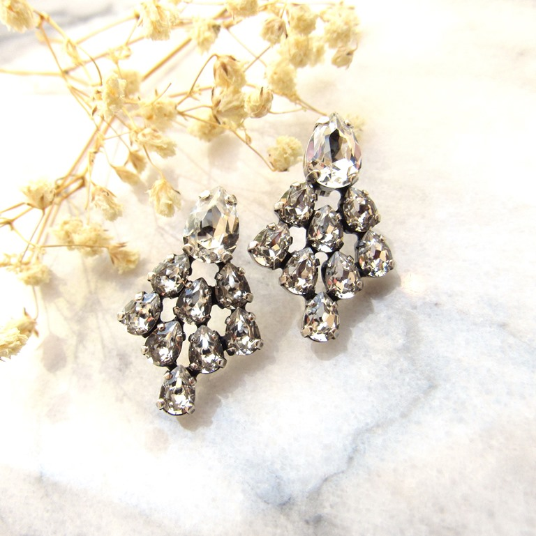 WE20-SWAROVSKI CRYSTAL CLUSTER EARRINGS
