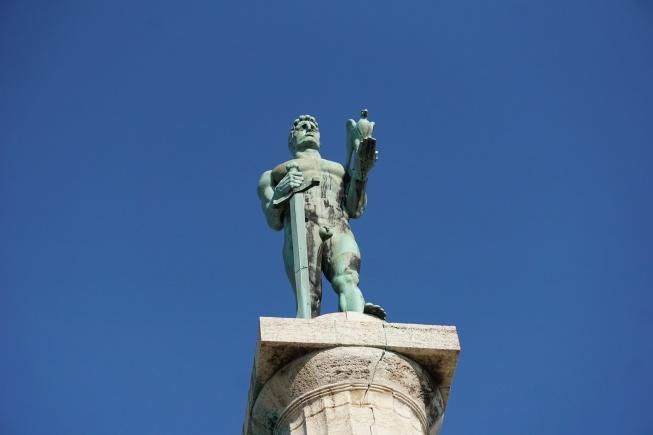 Viktor Anıtı