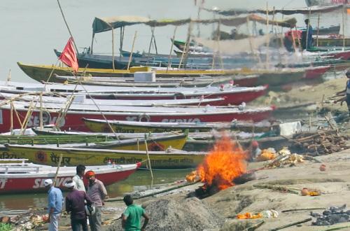 Hindistan'da Ölülerin Yakıldığı Yer