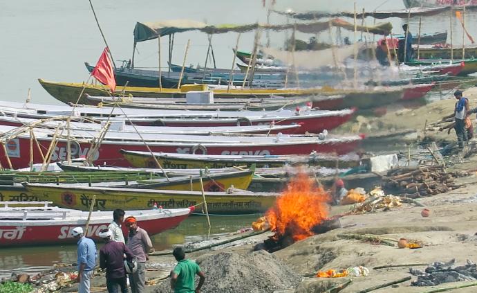 Hindistan Ölülerin Yakıldığı Yer Varanasi