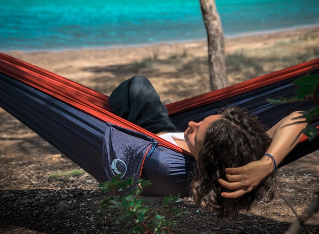 tips for sleeping well in a hammock