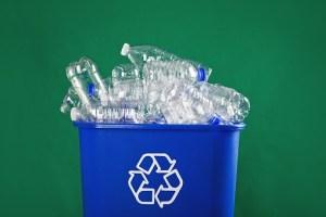 Bouteilles plastiques à récycler