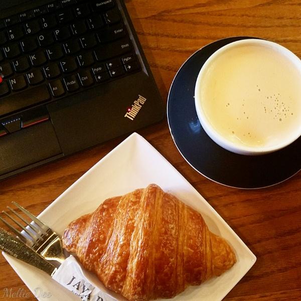 Fix Coffeebar | Houston, Texas | Chai Latte & Croissant