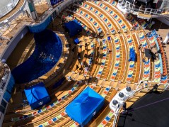 Symphony of the Seas, Aqua Theater
