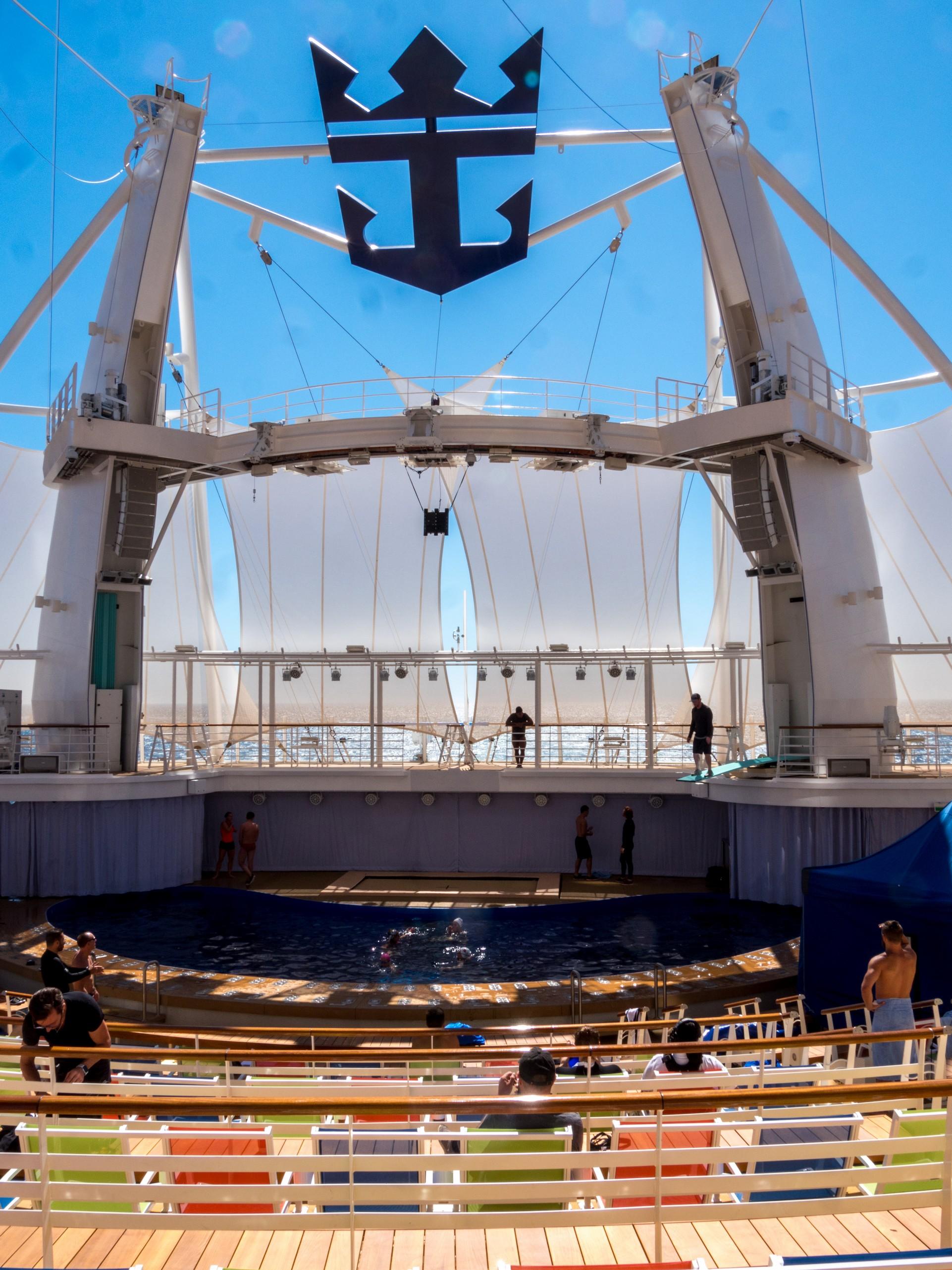 Symphony of the Seas, Aqua Theater