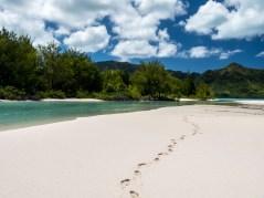 Traces de pas dans le sable du Motu Piscine Raivavae