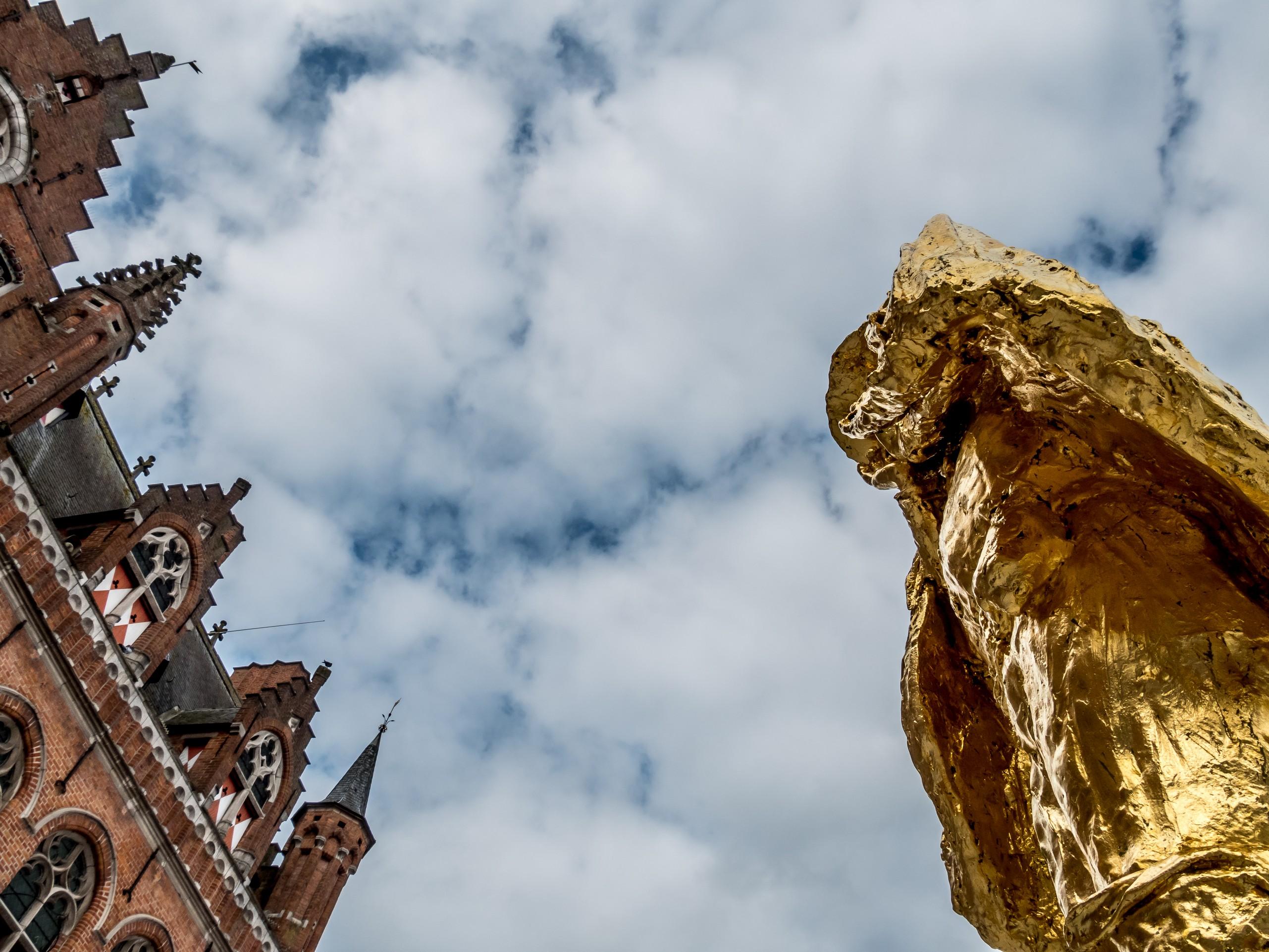 Visiter le Hainaut. Grand d-Place de Mpuscron et son hurlu