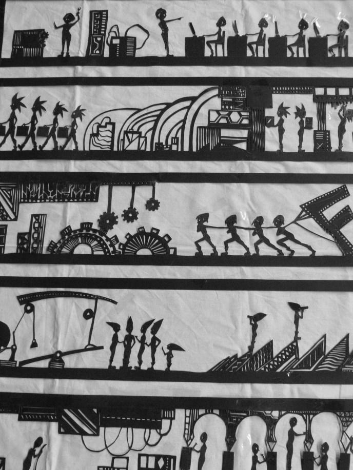 Scénographie théâtre Mécanique, partie de la fresque de l'entreprise Frousti en papier découpé, Assilem décors, scénographe Bordeaux, peintre en décor, peinture décorative
