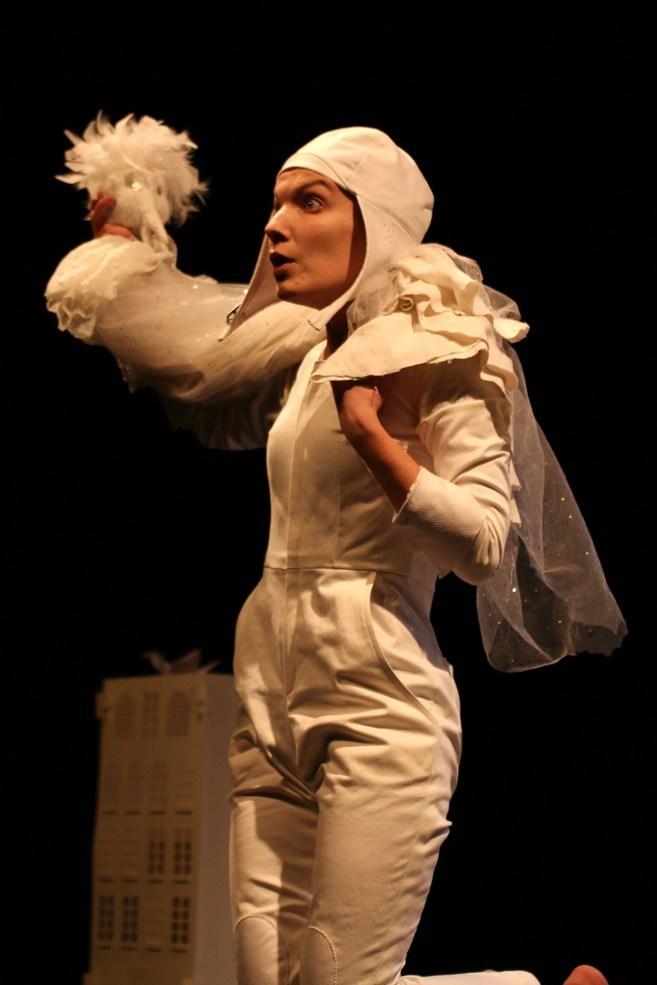 Scénographe théâtre Les Couleurs de l'Oiseau Blanc, Tomec s'émerveille, Assilem décors, scénographe Bordeaux, peintre en décor, peintre décorateur