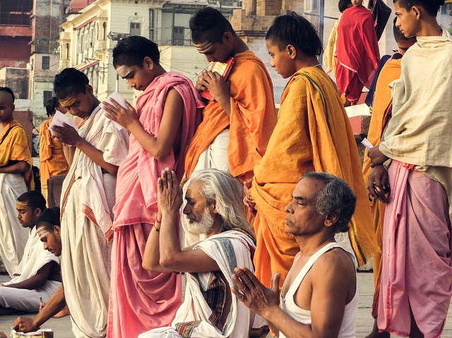 Sadhus in Rishikesh, Crowd in Rishikesh