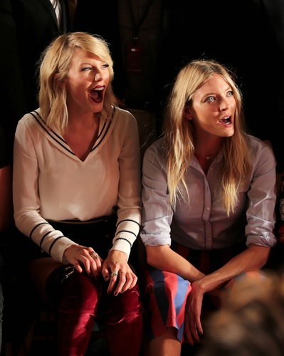 taylor-swift-tommy-hilfiger-show-2