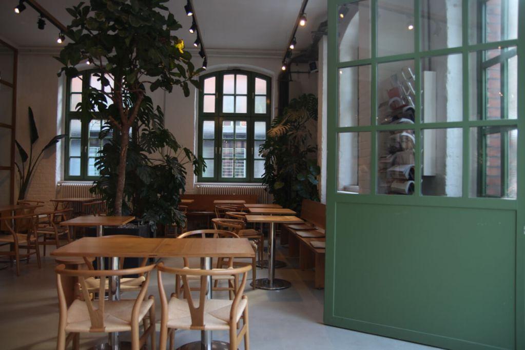 Your walking guide to specialty coffee in Berlin Kreuzberg part 2_bonanza_cafe view