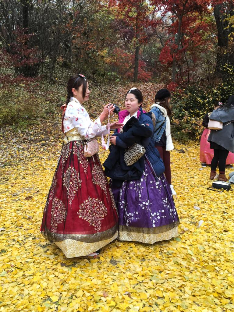 Specialty Coffee in Seoul_changdeokgunk palace_hanbok