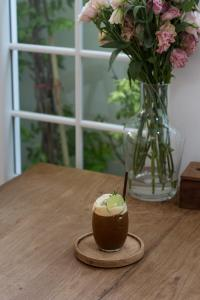 mels-coffee-travels-signature-drinks-chiang-mai-baristro-honey-lemon-coffee