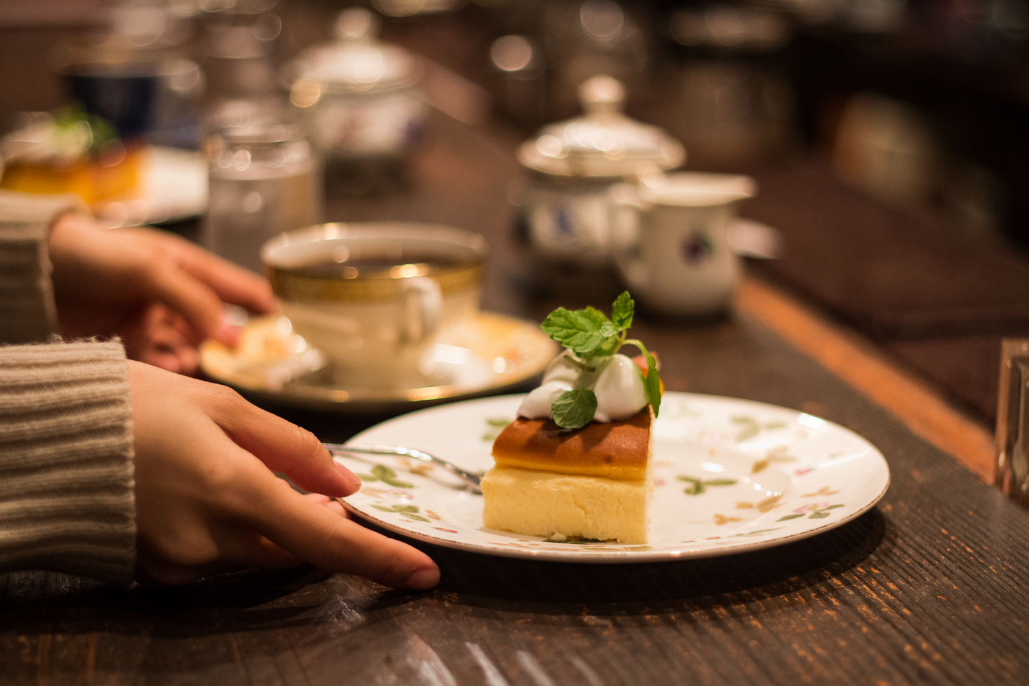mels-coffee-travels-guide-to-kissaten-tokyo-chatei-hatou-cake-coffee