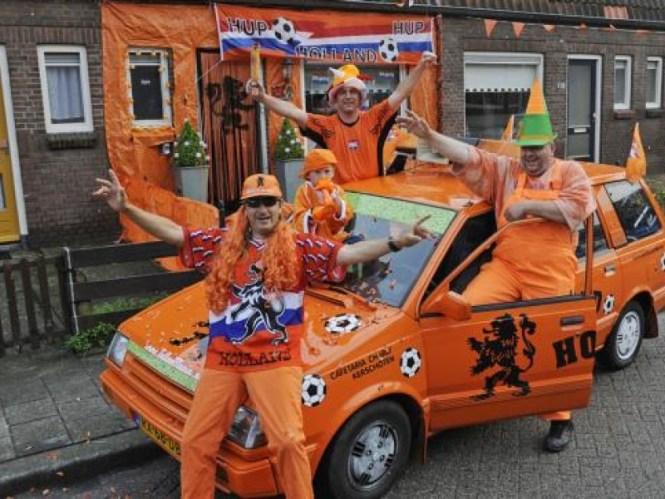 Jaaa Hup Oranje! De meide n van Oranje hebben het super gedaan met voetbal. Deze oranje auto gebruik in iin mijn blog over auto kleuren Bingo. Mels Feestje & Zomervakantie