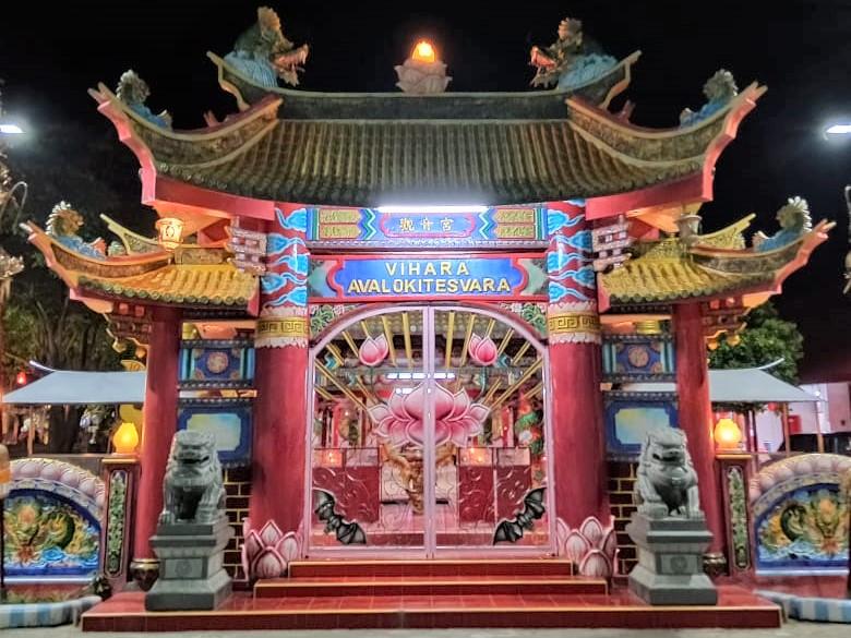 wisata budaya tionghoa surabaya - vihara avalokitesvara madura