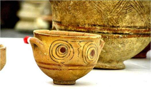 Philistine Bichrome pottery, theorized to be of Sea Peoples origin.