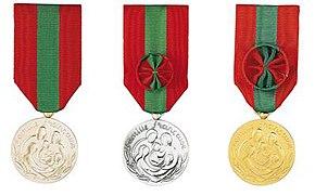 Médailles d'honneur offertes aux mères de familles nombreuses