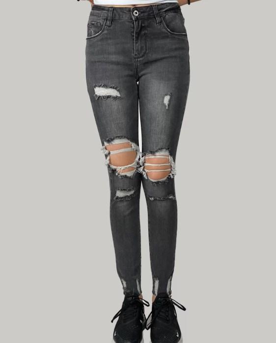 Zwart broek met scheurtjes- Queen Hearts