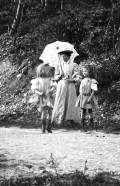 Germaine, Anne-Marie et leur mère 1908