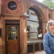 LONDRES – Une avocate, guide certifiée, anime des visites sur l'esclavage