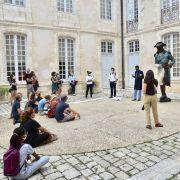 RUES DE NÉGRIERS – A La Rochelle, la mairie nous répond par l'autosatisfaction et l'engagement à expliquer…