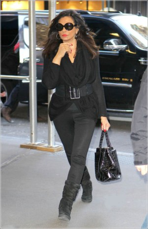 Tina Knowles Heads to a Business Meeting